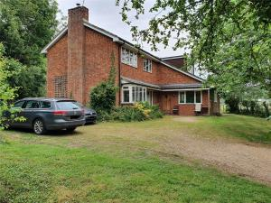 FOR SALE  5 Bedroom contemporary farmhouse in Buckinghamshire