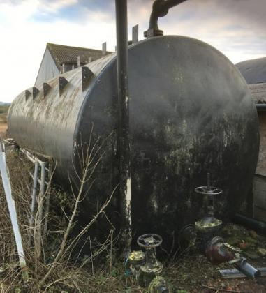 Steel liquid nitrogen tank (holds 2 arctic loads) very good condition